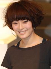 女生帅气短发锅盖头发型图片[4P]