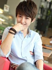 阳光帅气的男生长鬓角发型图片[6P]