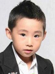 帅气好看的小男孩短发发型图片[4P]