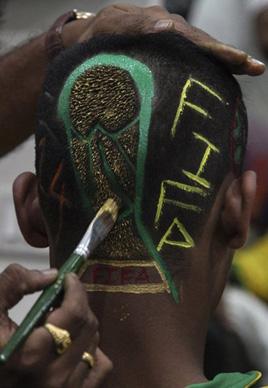 巴西球迷世界杯主题发型图片来袭[3P]