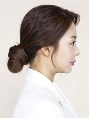 夏季如何扎头发好看 韩式丸子头扎法图解[6P]