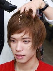 矮个子长脸男生适合的抓头发教程 蓬松发型增高7cm[10P]