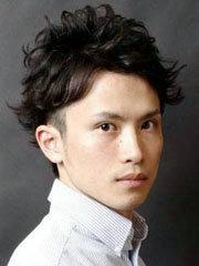 帅气男士蓬松短卷发发型图片[5P]