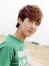 男生刘海定位烫发型效果图 阳光帅气[5P]