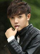 男生自然卷发发型图片 青春帅气[9P]