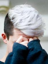 男生烟灰色、银灰色、亚麻色头发图片[6P]