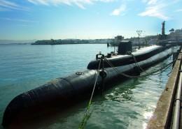 水中的潜艇图片_13张