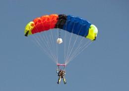 有挑战性的滑翔伞运动图片_14张
