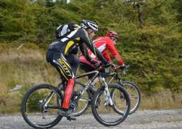 骑山地自行车的人图片_13张