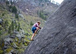 正在攀岩的人图片_14张