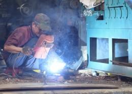 正在作业的电焊工人图片_14张