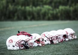 橄榄球运动员头盔图片_8张