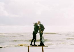 开心的情侣图片_12张