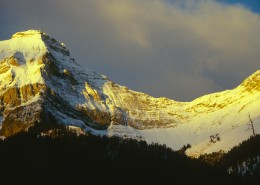 峻峭的雪山图片_10张