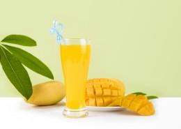 切块的芒果和鲜榨芒果汁图片_11张
