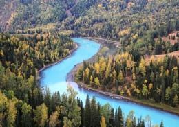 新疆喀纳斯迷人的秋季自然风景图片_9张