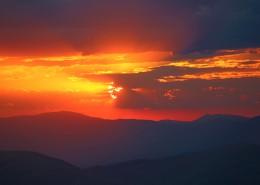 绚丽多彩的天边火烧云图片_12张
