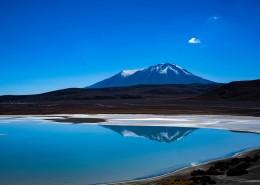 像镜子一样的湖水图片_12张