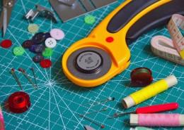 桌子上的工具图片_12张