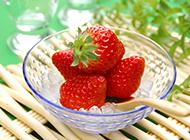 唯美清新的美味草莓壁纸图片