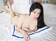 1366x768性感全裸爆乳美女高清壁纸