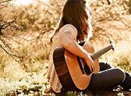 弹起吉它诉说对你的思念