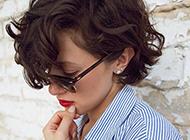 潮流欧美女生短发卷发发型欣赏