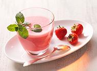自制草莓奶昔味道幼甜爽滑