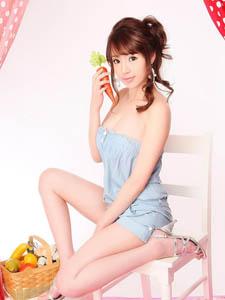 韩国丰满少妇酥胸外露嫩如花