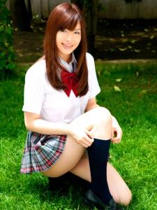 清纯学生制服美女户外迷人写真