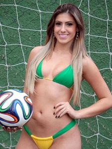 巴西嫩模比基尼球赛美臀人墙吸睛无数