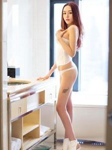 李美妍轻柔的肌肤内衣诱惑