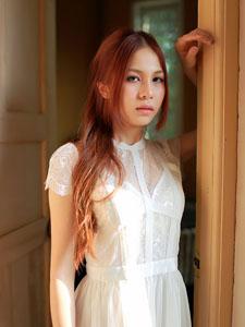 诱人轻熟女白色蕾丝魅惑图片