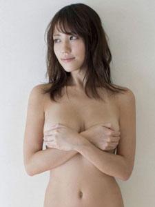 美少妇双手遮胸大尺度勾魂写真