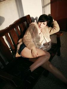 性感美腿女王楼顶上的诱人春光