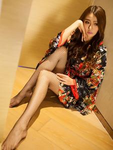巨乳美女室内网袜秀美腿