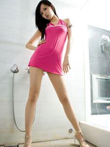 甜美诱人的美女丝袜美腿写真