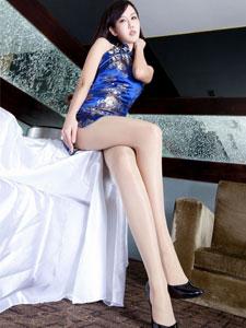 美女模特Sara旗袍肉丝袜迷人写真
