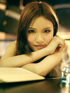 一间咖啡馆邂逅一位美丽女孩