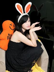 黑色连衣裙可爱性感兔女郎