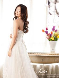 小美女模特纯白婚纱写真