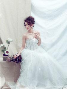 让男人失魂的绝色美女迷人婚纱写真