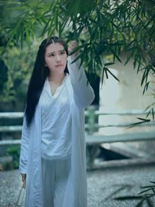 唯美少女的竹林里的秘密