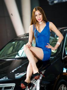 蓝色妖姬美女车模高清写真