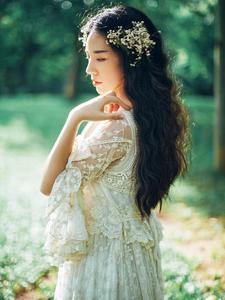 堕入凡间的纯洁仙女