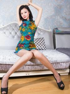 彩色艳丽旗袍美女私房肉丝美腿写真