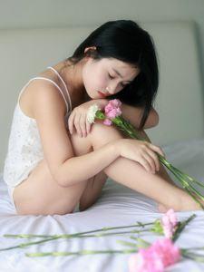 私房里的恬静女孩小性感