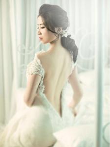 白皙美女婚纱唯美诱惑