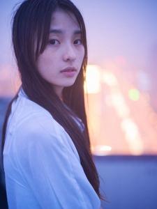 文艺清新女神落寞天台写真