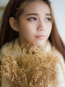 午后棕色毛衣少女安静私房写真